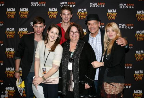 Photo credit: Tez Greenwood and was taken at MCM London Comic Con. Ben Easter (Michael), Shane (Jordan Farris), Claire (Lindsay Seidel), Rachel Caine, Oliver (Robert Picardo), and Amelie (Amber Benson) all pose for fans.